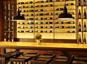 5 mistakes we do while ordering wine in a restaurant